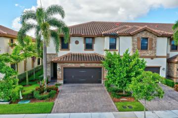 Home for Sale at 9610 Town Parc Circle S, Parkland FL 33076