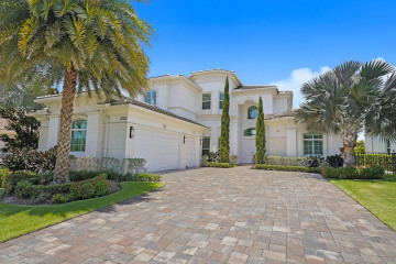 Home for Sale at 13933 Willow Cay Drive, North Palm Beach FL 33408