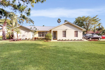 Home for Sale at 138 Buttonwood Circle, Tequesta FL 33469