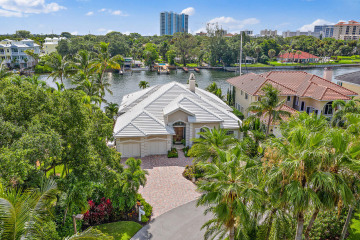 Home for Sale at 701 Harbour Point Drive, North Palm Beach FL 33410