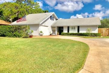 Home for Sale at 253 SE Villas Street, Stuart FL 34994