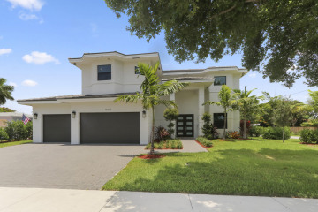 Home for Sale at 5021 NE 27th Avenue, Lighthouse Point FL 33064