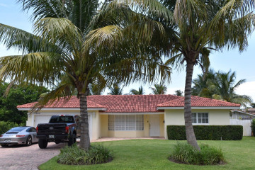 Home for Sale at 3860 NE 22nd Way, Lighthouse Point FL 33064