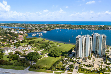 Home for Sale at 118 Water Club Court, North Palm Beach FL 33408