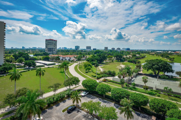 Home for Sale at 2400 Presidential Way #1004, West Palm Beach FL 33401