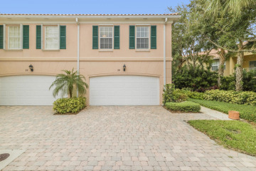 Home for Sale at 26 Oakleaf Court, Tequesta FL 33469