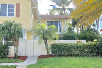 Home for Sale at 103 Seabreeze Circle, Jupiter FL 33477