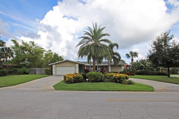Home for Sale at 40 Pinetree Place, Jupiter FL 33469