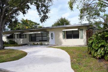 Home for Sale at 2091 N Palm Circle, North Palm Beach FL 33408