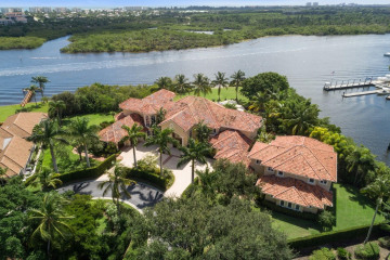 Home for Sale at 3208 Pilots Point Circle, Jupiter FL 33477
