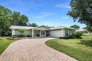 Home for Sale at 9482 SE Little Club Way S, Tequesta FL 33469