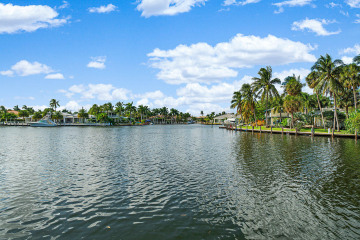 Home for Sale at 2625 NE 28th Court #B, Lighthouse Point FL 33064