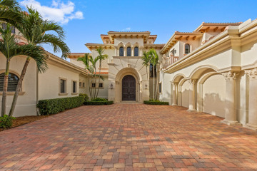 Home for Sale at 124 Clipper Lane, Jupiter FL 33477