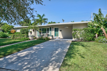 Home for Sale at 421 Northlake Drive, North Palm Beach FL 33408