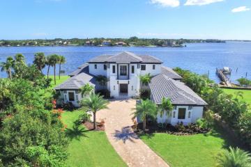 Home for Sale at 8 Bamboo Lane, Jupiter FL 33458