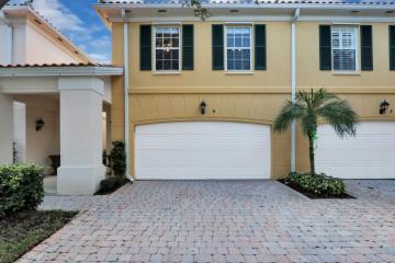 Home for Sale at 8 Laurel Oaks Circle, Tequesta FL 33469