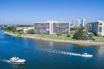 Home for Sale at 356 Golfview Road #507, North Palm Beach FL 33408