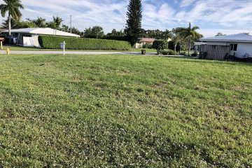 Home for Sale at 5271 NE 26th Terrace, Lighthouse Point FL 33064