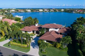 Home for Sale at 6600 SE Harbor Circle, Stuart FL 34996