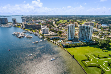 Home for Sale at 120 Water Club Court, North Palm Beach FL 33408
