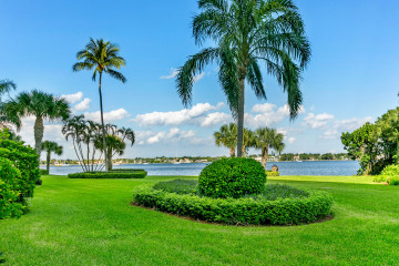 Home for Sale at 122 Lakeshore Drive #G-39, North Palm Beach FL 33408