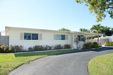 Home for Sale at 750 Eagle Way, North Palm Beach FL 33408