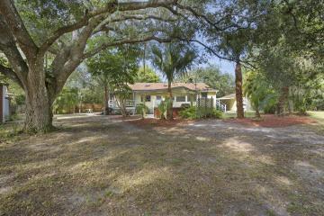 Home for Sale at 252 SW Salerno Road, Stuart FL 34997