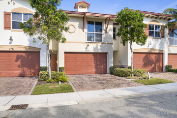 Home for Sale at 4719 N Prive Circle N, Delray Beach FL 33445