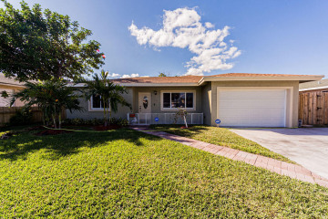 Home for Sale at 311 S Broadway, Lantana FL 33462