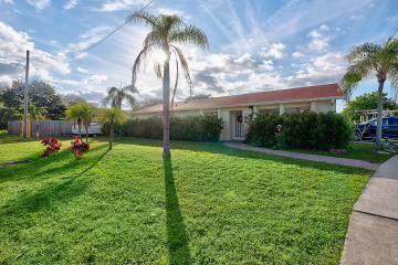 Home for Sale at 18945 SE Homewood Avenue, Tequesta FL 33469