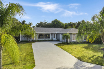 Home for Sale at 8925 SE Bahama Circle, Hobe Sound FL 33455