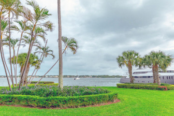 Home for Sale at 122 Lakeshore Drive #G40, North Palm Beach FL 33408