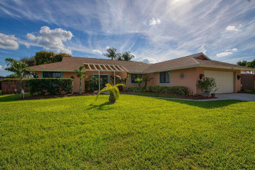Home for Sale at 8182 SE Cumberland Circle, Hobe Sound FL 33455