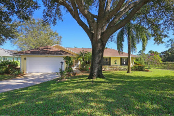 Home for Sale at 13199 SE Spyglass Court, Hobe Sound FL 33455