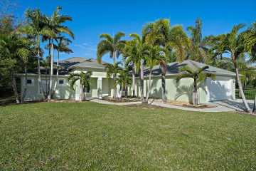 Home for Sale at 12974 SE Hibiscus Drive, Hobe Sound FL 33455