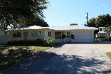 Home for Sale at 396 Tequesta Drive, Tequesta FL 33469