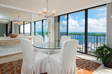 Home for Sale at 122 Lakeshore Drive #T-34, North Palm Beach FL 33408