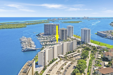 Home for Sale at 124 Lakeshore Drive #G-36, North Palm Beach FL 33408
