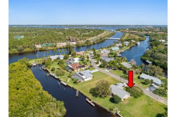 Home for Sale at 552 SW Pine Tree Lane, Palm City FL 34990