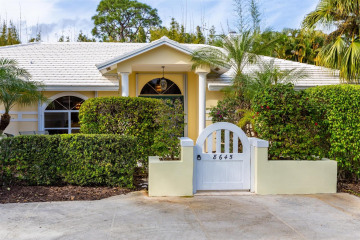 Home for Sale at 8645 SE Gulfstream Place, Hobe Sound FL 33455