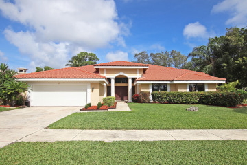 Home for Sale at 4 Bayview Terrace, Tequesta FL 33469