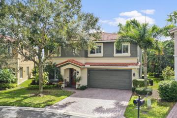 Home for Sale at 742 SE Mixon Place, Stuart FL 34997