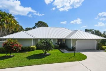 Home for Sale at 10279 SE Volador Circle, Hobe Sound FL 33455