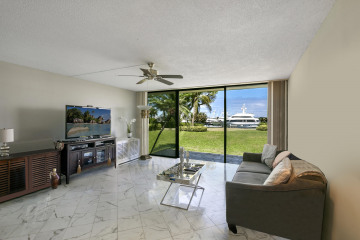 Home for Sale at 134 Lakeshore Drive #G-24, North Palm Beach FL 33408