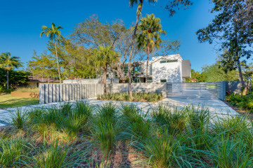 Home for Sale at 12625 SW 78 Ave, Pinecrest FL 33156