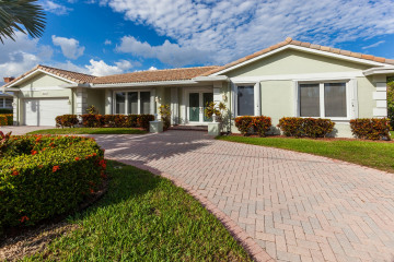 Home for Sale at 2231 NE 44 St, Lighthouse Point FL 33064