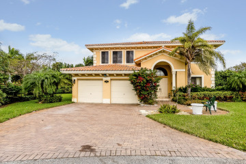 Home for Sale at 7438 SW 189 Ter, Cutler Bay FL 33157