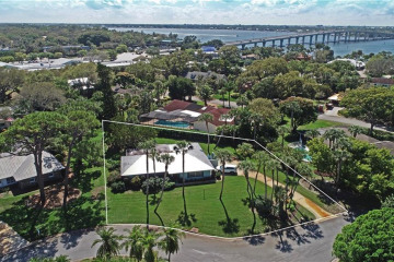Home for Sale at 5 Indialucie Parkway, Stuart FL 34996