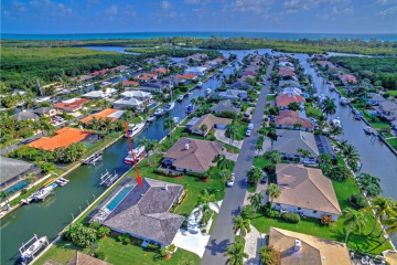 Home for Sale at 8907 SE Star Island Way, Hobe Sound FL 33455