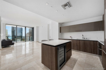 Home for Rent at 88 SW 7th St #2405, Miami FL 33130